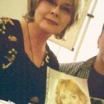 Schauspielerin Annekatrin Bürger mit ihrem Portrait